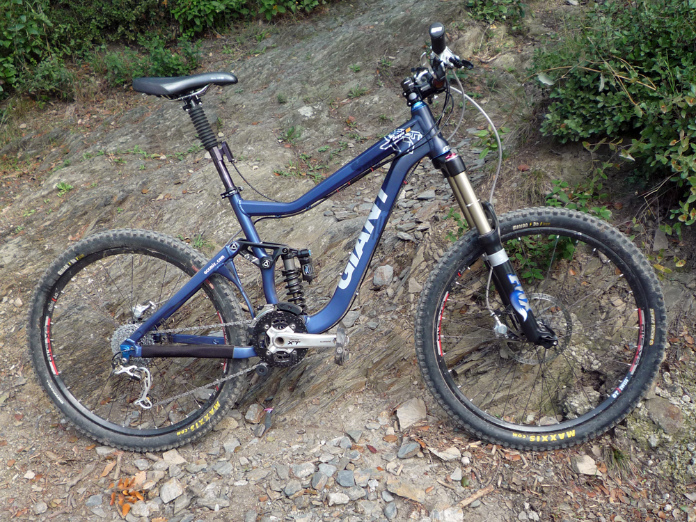 2009 Giant Reign 2 Specifications http://forums.mtbr.com/giant/2010-giant-reign-x-477953-19.html